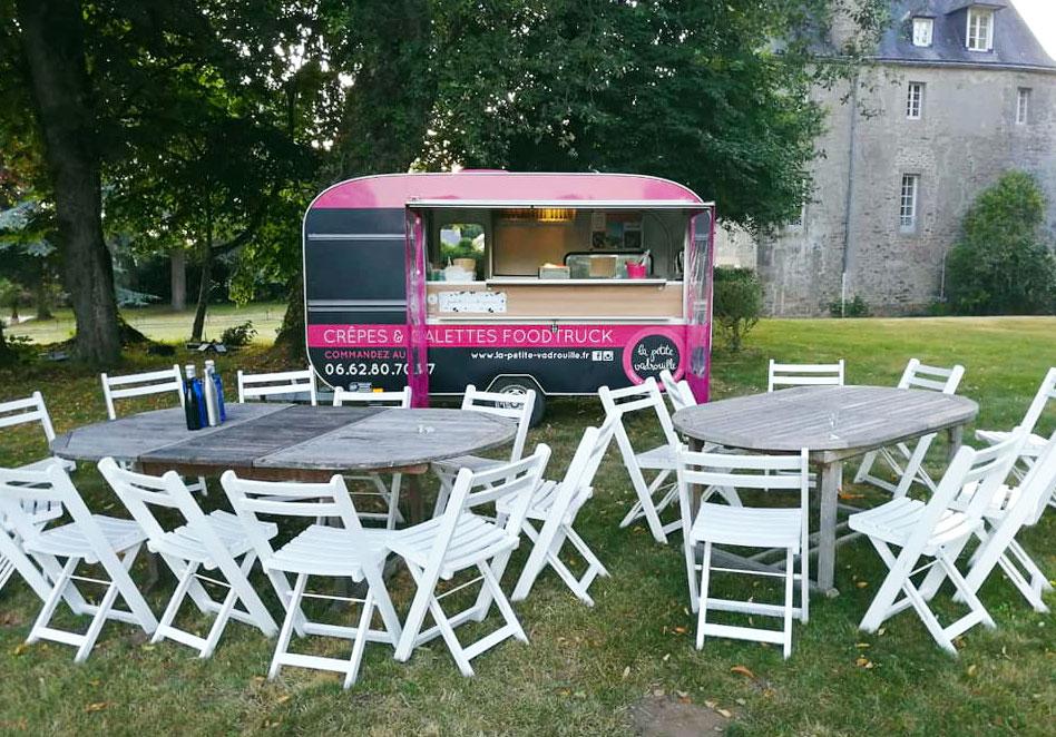 évènement privatif près d'un château avec un foodtruck de crêpes